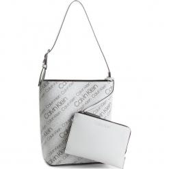 Torebka CALVIN KLEIN - Inside Out Bucket K60K604300  910. Białe torebki klasyczne damskie Calvin Klein, ze skóry ekologicznej. W wyprzedaży za 439,00 zł.