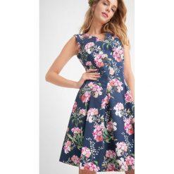 Sukienki: Rozkloszowana sukienka