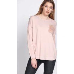 Swetry klasyczne damskie: Jasnoróżowy Sweter Gentle