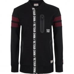 Bluza w kolorze czarnym. Czarne bluzy chłopięce marki Retour Denim de Luxe, z aplikacjami. W wyprzedaży za 125,95 zł.