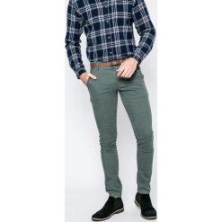 Only & Sons - Spodnie. Szare chinosy męskie marki Only & Sons, w paski, z bawełny. W wyprzedaży za 99,90 zł.