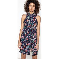 Długie sukienki: Sukienka rozkloszowana, rozszerzana do łydki, bez rękawów