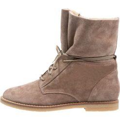KIOMI Botki sznurowane beige. Brązowe buty zimowe damskie marki KIOMI, z materiału, na sznurówki. Za 419,00 zł.