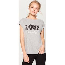 Koszulka z koronkową aplikacją - Szary. Szare t-shirty damskie marki Mohito, l, z aplikacjami, z koronki. W wyprzedaży za 39,99 zł.