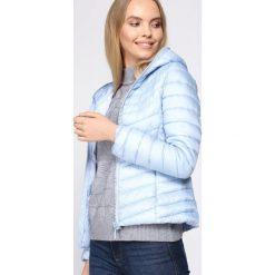 Jasnoniebieska Kurtka Frivolous. Niebieskie kurtki damskie pikowane Born2be, na jesień, l. Za 99,99 zł.