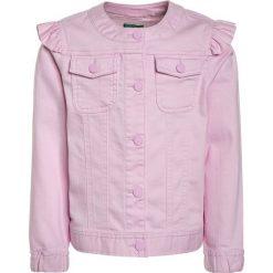 Benetton Kurtka jeansowa rose. Czerwone kurtki chłopięce marki Reserved, z kapturem. Za 129,00 zł.