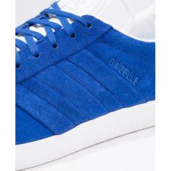 Adidas Originals GAZELLE STITCH AND TURN Tenisówki i Trampki collegiate royal/footwear white. Niebieskie tenisówki damskie marki adidas Originals, z materiału. Za 449,00 zł.