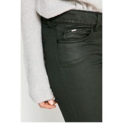 Pepe Jeans - Jeansy Pixie Coated. Czarne jeansy damskie skinny marki Pepe Jeans, z obniżonym stanem. W wyprzedaży za 359,90 zł.