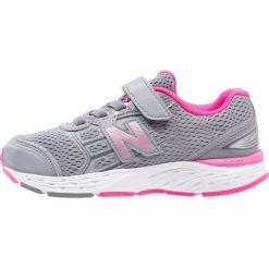 New Balance KV680SSY Obuwie do biegania treningowe light grey. Szare buty sportowe chłopięce marki New Balance, na lato, z materiału. Za 319,00 zł.