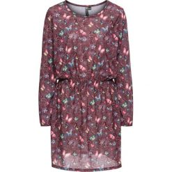 Sukienki: Sukienka shirtowa w kwiatowy deseń bonprix czerwony klonowy z nadrukiem