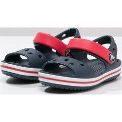 Crocs CROCBAND Sandały navy/red. Czarne sandały chłopięce marki Crocs, z materiału. Za 129,00 zł.