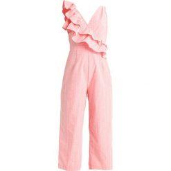 Kombinezony damskie: Lost Ink FRILL SHOULDER TIE WAIST Kombinezon pink