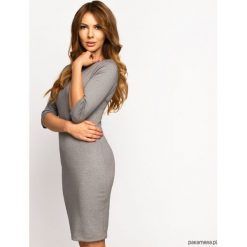 Sukienka Dzianinowa Laura Light Grey. Szare sukienki dzianinowe Pakamera, do pracy, biznesowe, midi, dopasowane. Za 149,00 zł.