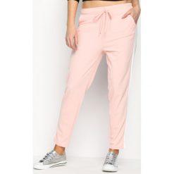 Spodnie dresowe damskie: Różowe Spodnie Dresowe Hot Girl