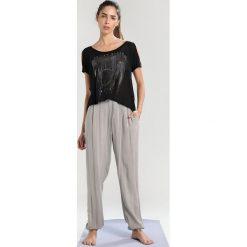 Deha Tshirt z nadrukiem black. Czarne t-shirty damskie Deha, xl, z nadrukiem, z bawełny. Za 209,00 zł.
