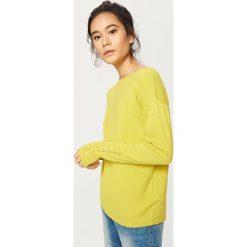 Swetry damskie: Sweter z wiązaniem na rękawach - Zielony