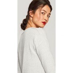 Asymetryczny sweter - Jasny szar. Szare swetry klasyczne damskie Reserved, s, z asymetrycznym kołnierzem. Za 139,99 zł.