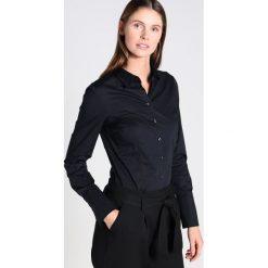 Seidensticker Koszula black. Czarne koszule damskie Seidensticker, z bawełny, klasyczne, z klasycznym kołnierzykiem. Za 349,00 zł.
