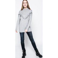 Mustang - Jeansy Jasmin. Niebieskie jeansy damskie rurki marki Mustang, z aplikacjami, z bawełny. W wyprzedaży za 179,90 zł.