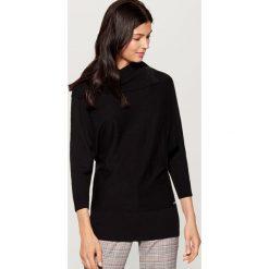 Sweter z golfem - Czarny. Czarne golfy damskie marki Mohito, l. W wyprzedaży za 59,99 zł.
