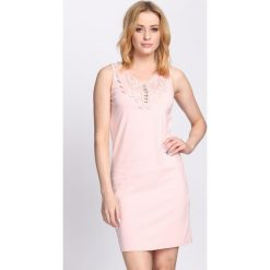 Jasnoróżowa Sukienka The Wizard. Różowe sukienki letnie marki numoco, l, z dekoltem w łódkę, oversize. Za 49,99 zł.