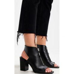 Boyfriendy damskie: AllSaints SERENE KICK FLARE Jeansy Straight Leg black