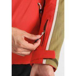 Dare 2B IMMENSITY II Kurtka snowboardowa red. Czerwone kurtki narciarskie męskie Dare 2b, m, z materiału. W wyprzedaży za 383,20 zł.