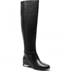 Muszkieterki GUESS - FLPVL4 LEA11 BLACK. Czarne buty zimowe damskie Guess, z materiału, na obcasie. Za 1179,00 zł.