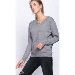 Szary Sweter Free Dance. Szare swetry klasyczne damskie Born2be, xl, dekolt w kształcie v. Za 54,99 zł.