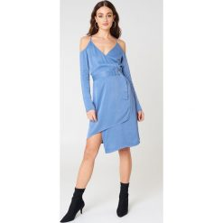 NA-KD Party Asymetryczna sukienka z wycięciami na ramionach - Blue. Brązowe sukienki asymetryczne marki Mohito, l, z kopertowym dekoltem. Za 40,95 zł.