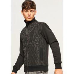 Bluza bomber z pikowanym przodem - Czarny. Czarne bluzy męskie rozpinane marki Reserved, l. W wyprzedaży za 99,99 zł.