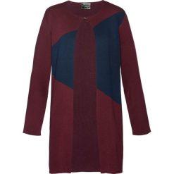 Płaszcze damskie pastelowe: Płaszcz dzianinowy bonprix czerwony klonowy – ciemnoniebieski – matowy jasnoróżowy