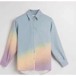 Jeansowa koszula w tęczowy deseń - Wielobarwn. Białe koszule jeansowe damskie marki Reserved, l. Za 119,99 zł.