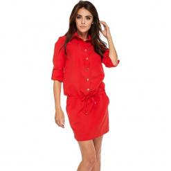 Czerwona Koszulowa Sukienka z Ściągana w Pasie. Czerwone sukienki na komunię marki Molly.pl, l, z jeansu, biznesowe, z dekoltem na plecach, z długim rękawem. Za 188,90 zł.