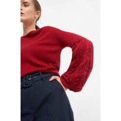 Sweter ze wzorem 3D. Brązowe swetry klasyczne damskie marki Orsay, s, z dzianiny. W wyprzedaży za 40,00 zł.