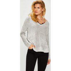 Vero Moda - Sweter. Szare swetry klasyczne damskie Vero Moda, l, z dzianiny. W wyprzedaży za 99,90 zł.