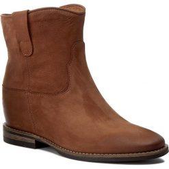 Botki CARINII - B4125 793-000-PSK-B89. Brązowe buty zimowe damskie Carinii, z materiału, na obcasie. W wyprzedaży za 279,00 zł.