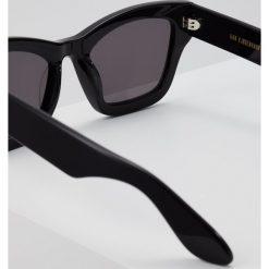 Han Kjobenhavn BRICK SUNGLASSES Okulary przeciwsłoneczne black. Czarne okulary przeciwsłoneczne damskie aviatory Han Kjobenhavn. Za 569,00 zł.
