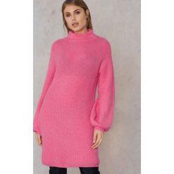 Qontrast X NA-KD Dzianinowy sweter oversize - Pink. Różowe swetry oversize damskie Qontrast x NA-KD, z dzianiny. W wyprzedaży za 60,89 zł.