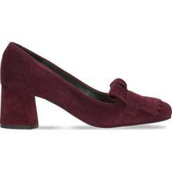 Czółenka ERI. Czerwone buty ślubne damskie Gino Rossi, ze skóry, na słupku. Za 281,94 zł.