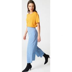 NA-KD Basic T-shirt oversize - Orange,Yellow. Pomarańczowe t-shirty damskie marki NA-KD Basic, z bawełny. W wyprzedaży za 37,07 zł.