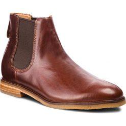 Sztyblety CLARKS - Clarkdale Gobi 261362517  Mohogany Leather. Brązowe sztyblety męskie Clarks, z materiału. W wyprzedaży za 439,00 zł.