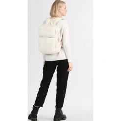 Calvin Klein Jeans PILOT SQUARE BACKPACK  Plecak white. Białe plecaki męskie Calvin Klein Jeans, z jeansu. Za 669,00 zł.