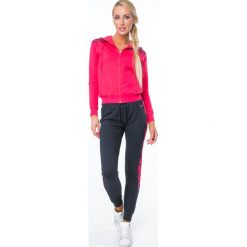 Spodnie dresowe z lampasami granatowe MR15872. Szare spodnie dresowe damskie marki New Balance, xs, z dresówki. Za 79,00 zł.