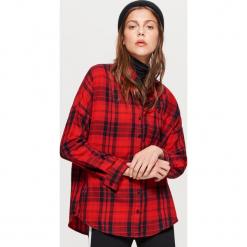 Koszula w kratę - Czerwony. Czerwone koszule damskie Cropp, l. W wyprzedaży za 39,99 zł.