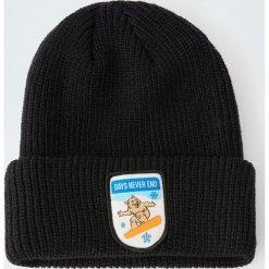 Dzianinowa czapka z naszywką z niedźwiedziem. Czarne czapki męskie Pull&Bear, z aplikacjami, z dzianiny. Za 59,90 zł.