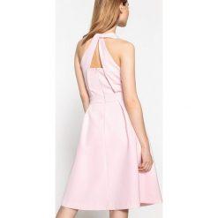 Sukienki: Satynowa sukienka z pięknym dekoltem na plecach