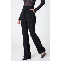 Spodnie z wysokim stanem: Hannalicious x NA-KD Spodnie garniturowe bootcut - Black
