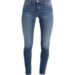 Marc O'Polo DENIM SIV Jeans Skinny Fit denim wash mid. Niebieskie rurki damskie Marc O'Polo DENIM, z bawełny. Za 429,00 zł.