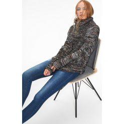 Swetry damskie: KOLOROWY SWETER GOLF